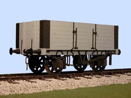 Slaters 4035 - Gloucester 6 Plank PO Side Door Wagon